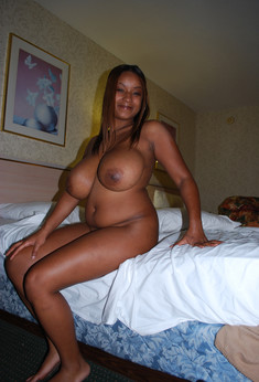 Curvy ebony girl showing her hot big..